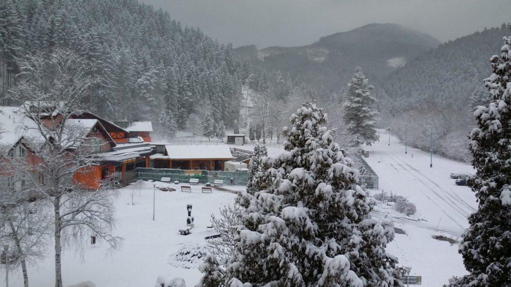 Exteriér hotela Choč zima2